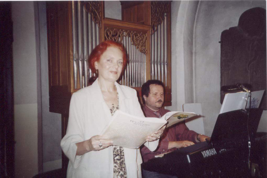 Solistin in der Kirchenkapelle