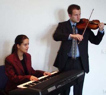 Geige mit Keyboard im Standesamt